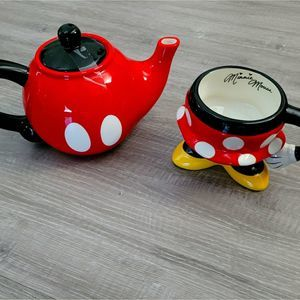 Disney parks mickey/minnie  Teapot and cup